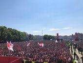 جماهير أياكس تحتفل بثنائية الدوري والكأس في شوارع أمستردام.. فيديو وصور