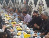 صور.. مسلم ومسيحى على مائدة إفطار رمضانية بشطانوف فى المنوفية