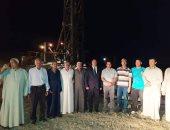 صور.. رئيس مركز الداخلة يشهد تفجير بئر مشروع الظهير الزراعي للشباب