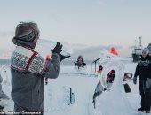 فرقة تعزف بأدوات من الجليد لتسليط الضوء على الاحتباس الحرارى.. فيديو