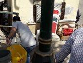 صور.. إجلاء الباعة الجائلين من محطة الرمل وسط الإسكندرية