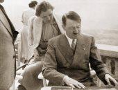 النصف الآخر 13.. إيفا الفتاة التى وقعت فى حب الزعيم النازى.. تعرفت على هتلر عبر مصوره الشخصى وحاولت الانتحار لجذب انتباهه.. ظلت عشيقته طوال سنوات الحرب.. وتزوجا 40 ساعة فقط قبل انتحارهما بعد سقوط الرايخ الثالث