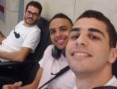 على فرج ونجوم الاسكواش فى مطار القاهرة استعدادا لبطولة بريطانيا