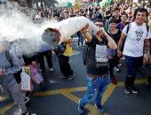 """مسيرة الحشاشين..الآلاف يتظاهرون بـ""""تشيلى"""" للتوسع فى زراعة الماريجوانا"""