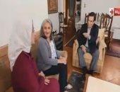"""جورج قرداحى يسلم 100 ألف جنيه لسيدة من الإسكندرية فازت بجائزة """"اسم من مصر"""""""