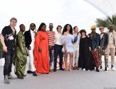 شاهد.. جلسة تصوير تجمع فريق عمل Port Authority بمهرجان كان السينمائى الـ72