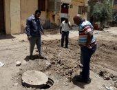 صور.. تكثيف أعمال النظافة بمدينة أسوان وإصلاح كسر خط مياه