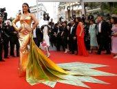 صور.. الجمال الهندى يزين السجادة الحمراء لفيلم A Hidden Life بمهرجان كان