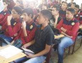 طلاب بأولى ثانوى يدخلون على سيستم الامتحان الإلكترونى بعد تشغيله