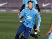 برشلونة يستعيد آرثر ميلو ضد فالنسيا فى نهائى كأس ملك إسبانيا