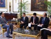صور.. رئيس الوزراء يهدى درع تكريم للسفير الصينى بمناسبة انتهاء فترة عمله بمصر