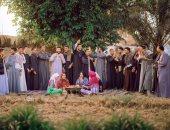 بالجلباب والعمة.. طلاب حقوق سوهاج يحتفلون بتخرجهم على طريقتهم الخاصة
