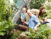 """وليام وكيت وأطفالهم فى يوم عائلى بحديقة """"العودة للطبيعة""""..فيديو وصور"""