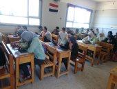 """صور..""""تعليم الإسماعيلية:طلاب الصف الأول الثانوى أدوا امتحان الأحياء بـ""""التابلت"""""""