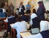 محافظ سوهاج يتابع امتحانات التابلت.. وطلاب 63 مدرسة يؤدون الامتحان إلكترونيا