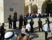 عشرات المستوطنين يقتحمون المسجد الأقصى بحراسة من قوات الاحتلال الإسرائيلى