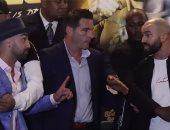 فيديو.. شجار حاد بين ملاكم أمريكى وروسى بعد بصق الأول على وجهه قبل المباراة