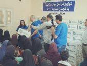 توزيع 1600 كرتونة مواد غذائية على الأسر المحتاجة بالفيوم (صور)