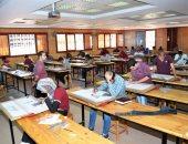 تعليم الفيوم: 100% من المدارس أدى امتحان الرياضيات لأولى ثانوى إلكترونيا