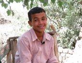 راجل من صغر سنه.. فتحى 12 سنة وشايل هم أبوه المريض وأخوه الرضيع ولسه بيذاكر