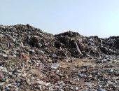 تلال القمامة تحاصر قرية نهطاى بالغربية.. والأهالى يستغيثون