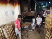 صور.. عمال المخابز بالأقصر يتحدون حرارة الطقس لخدمة الصائمين
