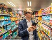 تخيل.. استخدام هاتفك أثناء التسوق قد يكلفك مشتريات أكثر بنسبة 41%