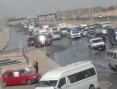 تعطل جزئى للمرور على طريق الإسماعيلية بسبب كسر ماسورة مياه (صور)
