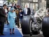 صور.. الملكة إليزابيث تحتفل بمئوية شركة الخطوط الجوية البريطانية