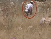 فيديو يفضح الجيش الإسرائيلى.. المستوطنون يشعلون النار فى حقولهم بالضفة