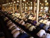 مئات المصلين فى صلاة الجمعة قبل الأخيرة من شهر رمضان بالجامع الأزهر