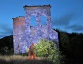 ظل إنسان فى صورة مبنى مهجور أسبانى يثير الرعب.. اعرف قصته؟