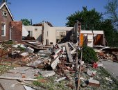 صور.. الدمار يضرب المنازل بسبب الأعاصير فى ولاية ميسورى الأمريكية