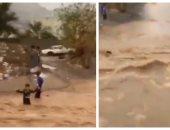 فيديو.. الدفاع المدنى فى نجران يؤكد سلامة طفل جرفته السيول