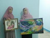 صور.. قصة طالبتين شقيقتين ترسمان لوحات فنية مختلفة بمنزلهما بسوهاج