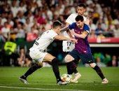 فالنسيا يقهر برشلونة بثنائية ويتوج بكأس ملك إسبانيا.. فيديو