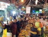 """""""السحور يجمعنا"""".. سكان شارع الشفاء بسراى القبة ينظمون سحورا جماعيا"""