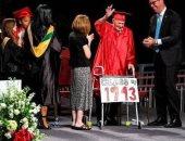 طالبان أمريكيان عمرهما يزيد عن 80 عاما يتخرجان من المرحلة الثانوية
