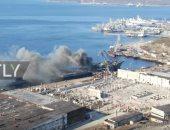 شاهد ..لحظة اشتعال النيران بسفينة تابعة للبحرية الروسية