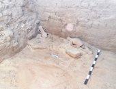 مدرسة الحفائر تكشف بقايا بيت أثرى يرجع للعصر البطلمى بتونا الجبل