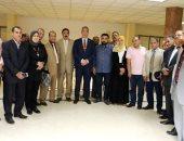 صور.. محافظ سوهاج يستقبل أعضاء اتحاد نقابات العمال لحل مشاكلهم
