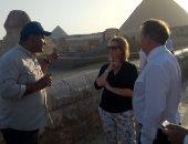وزير التجارة الدولية البريطانى يزور منطقة أهرامات الجيزة