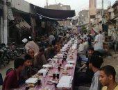 متجمعين على الخير.. أهالى السوق الفوقانى بقنا ينظمون إفطاراً جماعياً