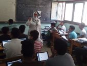 """طلاب """"أولى ثانوى"""" بكفر الشيخ يؤدون اختبار التاريخ إلكترونيا بنسبة 100%"""