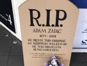مات هنا .. قبر من الكارتون يحفظ ذكرى وفاة رجل بلا مأوى .. أعرف الحكاية