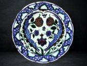 شاهد الفن الإسلامى.. صحن من الخزف صناعة مدينة ازنيق