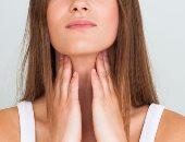 اسباب التهاب الحلق عديدة منها الأنفلونزا أو الحمى الغدية