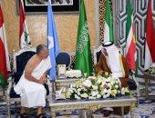 العاهل الأردنى يصل السعودية بملابس الإحرام