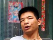 شاهد.. صينى يدخل موسوعة جينيس كأسرع شخص يصنع قارب أوريجامى بالفم