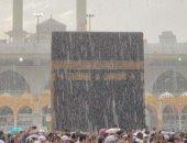 فيديو.. هطول الأمطار على المسجد الحرام فى مكة المكرمة وسط دعاء الطائفين